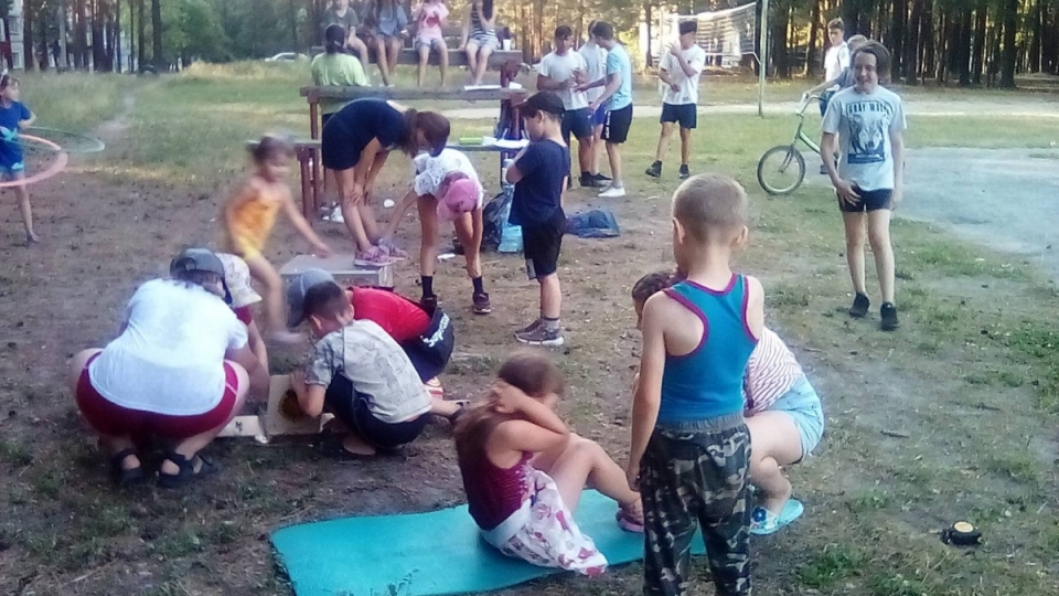 Розыгрыш призов среди посещающих летние спортивные площадки по месту жительства